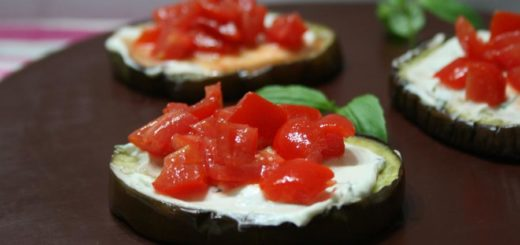 melanzane con crema al basilico e pomodori