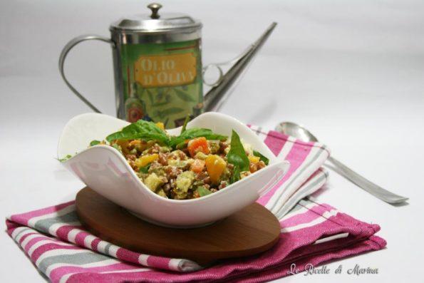 Insalata di farro con verdure croccanti