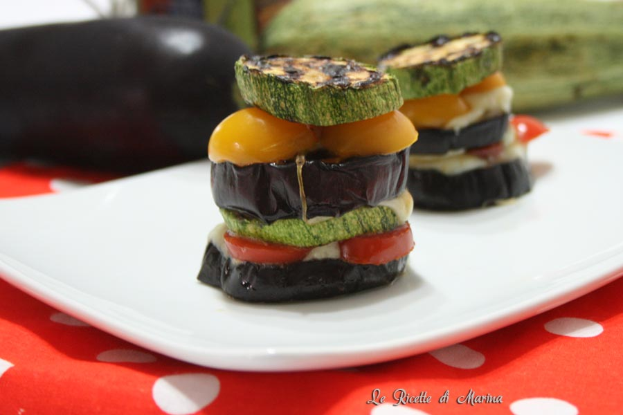 Millefoglie di verdure con pomodori