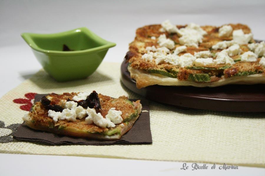 Pizza di sfoglia con zucchine capovolta
