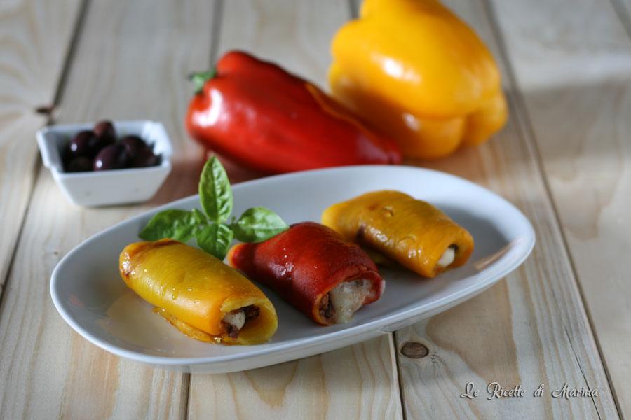 Involtini di peperoni con olive e formaggio