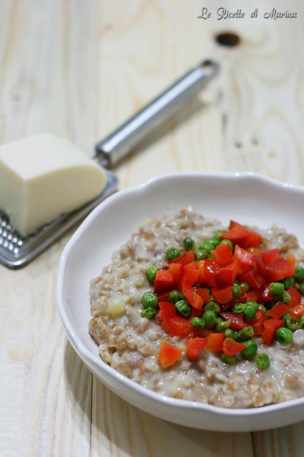farro mantecato con formaggio e verdure croccanti