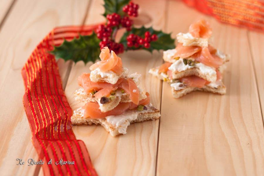 Alberelli di stelle con salmone e ricotta