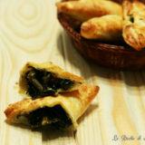 Triangoli di pasta sfoglia con cavolo nero e gorgonzola