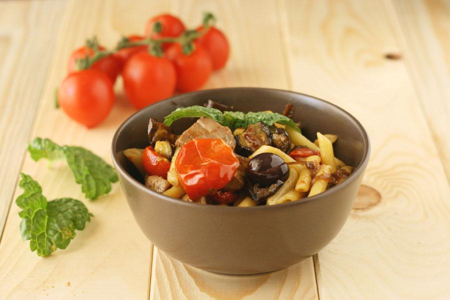Pasta con pesce spada e verdure