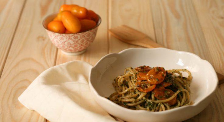 Spaghetti con pomodorini gialli e pesto di rucola