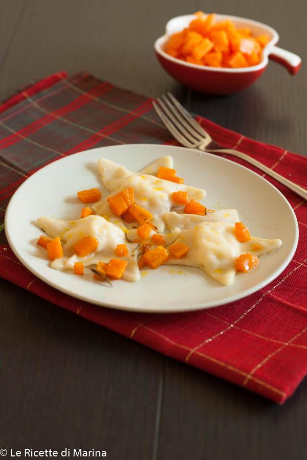 Ravioli ripieni di gamberetti con dadolata di zucca
