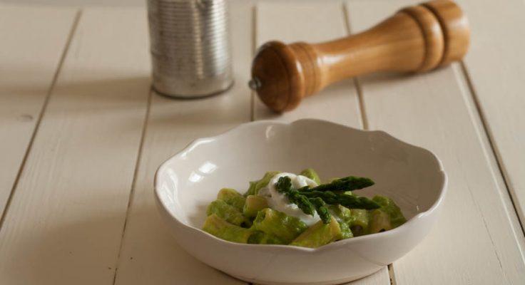 Pasta con crema di asparagi e burrata