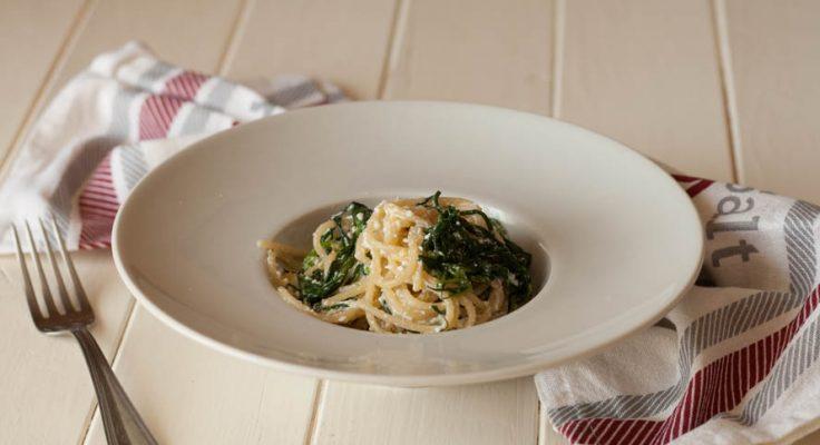 Spaghetti con agretti e ricotta
