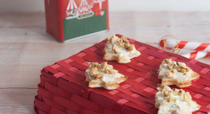 Tartine natalizie con gorgonzola e noci