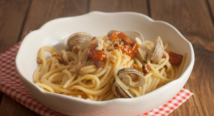 Spaghetti con taratufi e tarallo