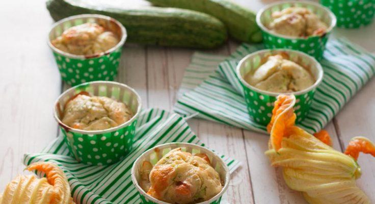 Muffin salati con zucchine e prosciutto